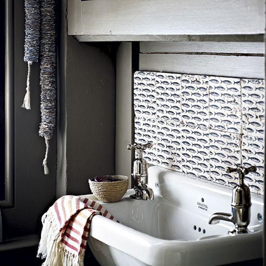 Использование рыбной плитки в интерьере ванной комнаты