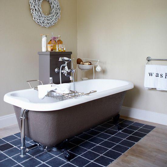 Выделение зоны ванны плиткой