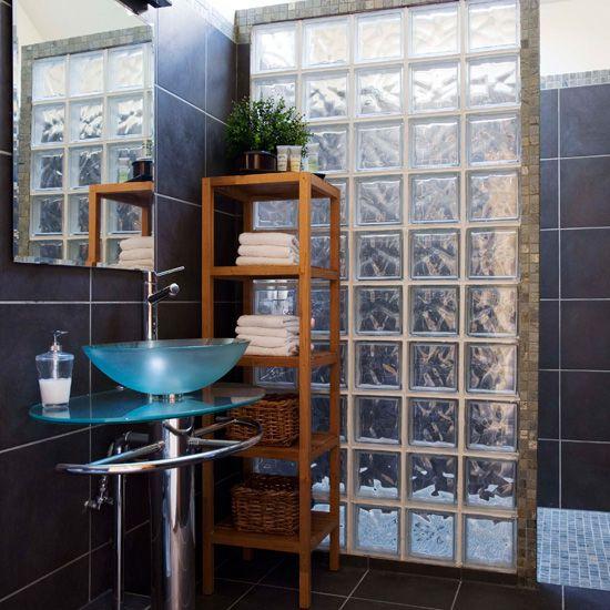Использование стеклянной кирпичной плитки в ванной комнате
