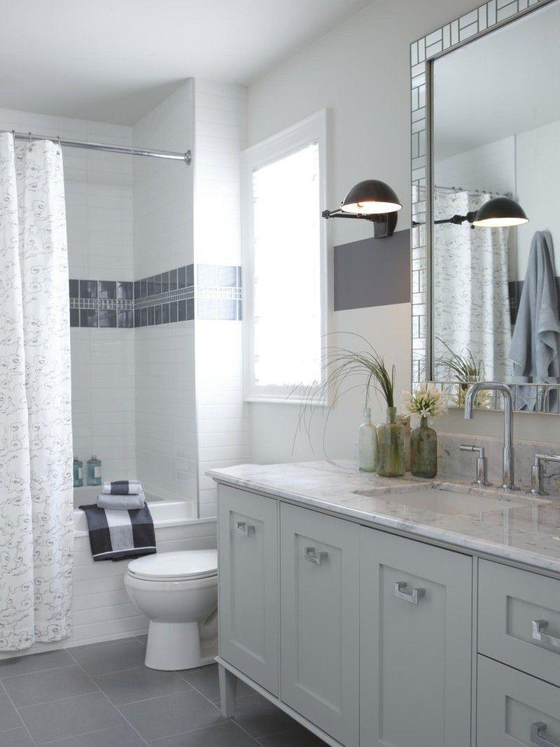 Оформление ванны белой плиткой