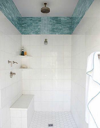 Оформление верха стен ванной комнаты эффектной плиткой