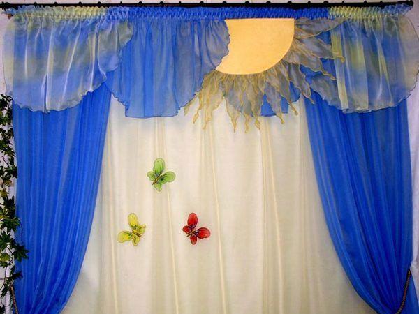 Бабочки прикреплённые к шторам