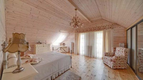 Оформление помещения деревянными панелями