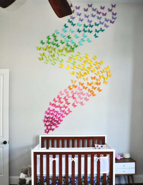 Вихрь в детской комнате из цветных бабочек
