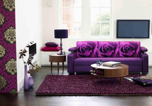Гостиная в фиолетовых тонах без занавесок