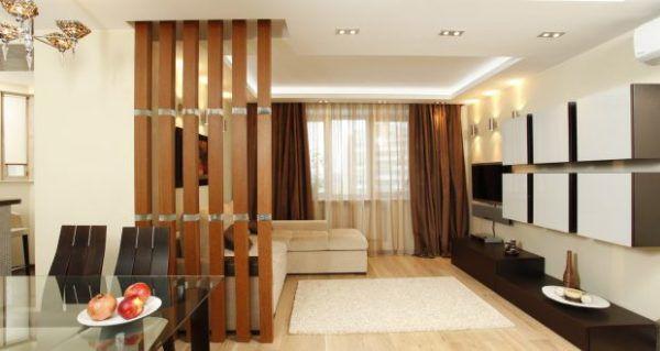 Кухня гостиная со строгим стилем квадратуры