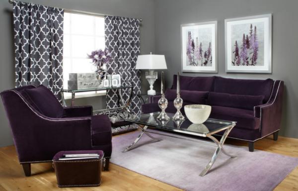 Интерьер гостиной с мебелью тёмно-сливового цвета