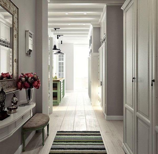 Большие длинные коридоры оформленные в светлых тонах
