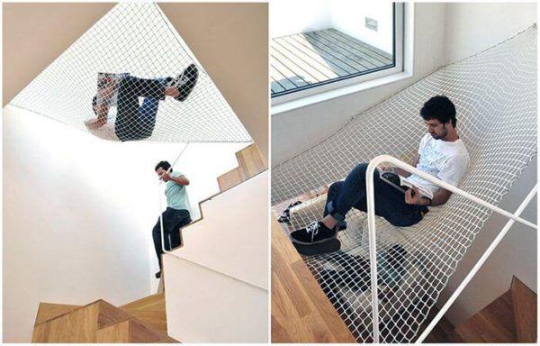 Гамак для отдыха над лестницей