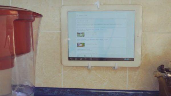 Крючки для полотенец в виде держателей для телефонов или планшетов