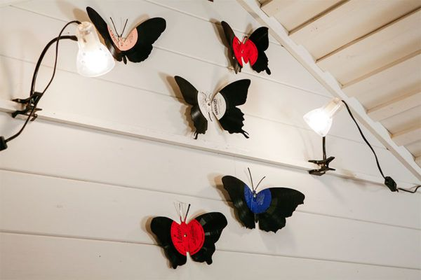 Бабочки изготовленные из виниловых пластинок