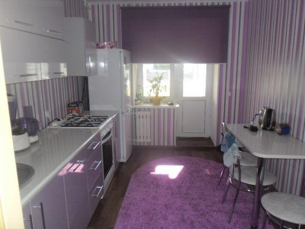 Вариант кухни, оформленной в фиолетовых тонах