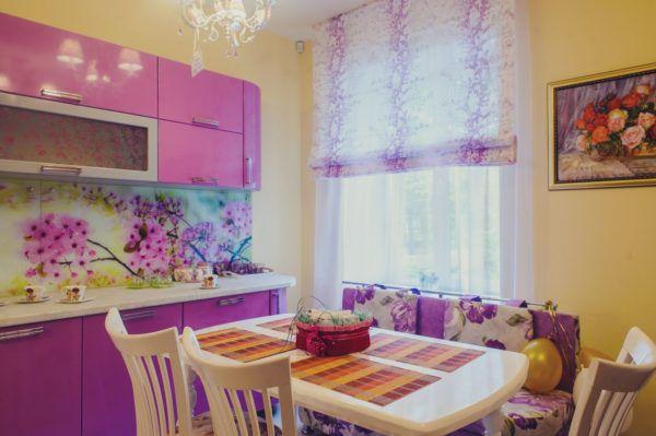 Вариант кухни с лиловыми тонами