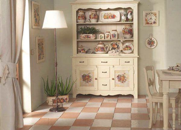 Тарелки на кухонных стеллажах и открытых полках в стиле прованс