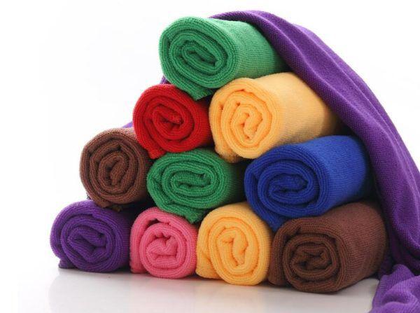 Сворачиваем полотенца в рулоны