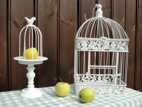 Декоративные элементы в виде клеток для птиц