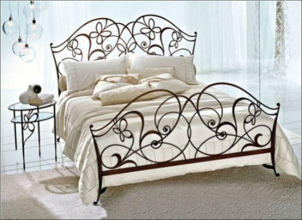 Кованные элементы присутствующие в дизайне спальной гарнитуры