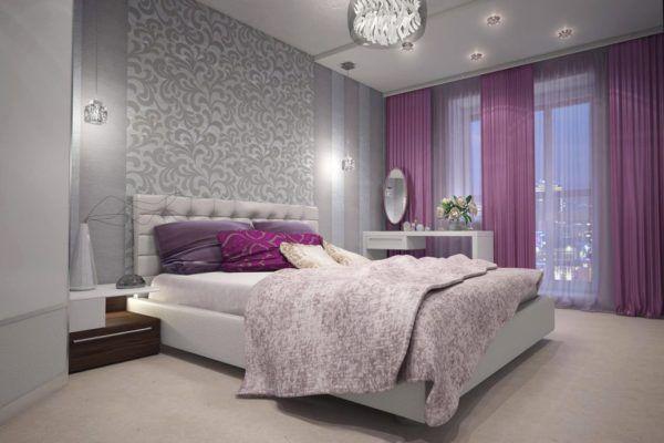 В этой комнате используется однотонное светлое ковровое покрытие