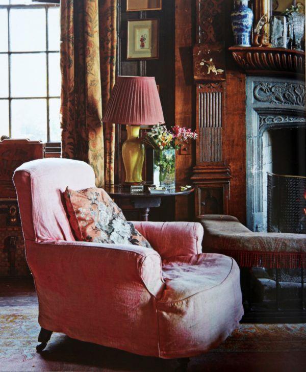 Английское кресло в интерьере - фото