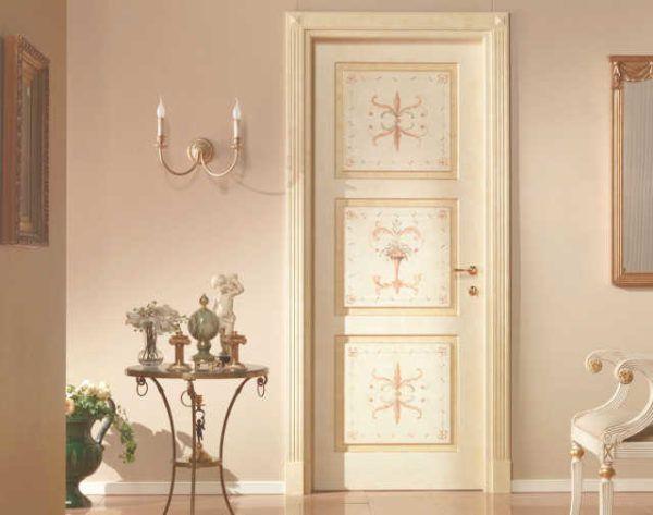 Белые двери с арабесками