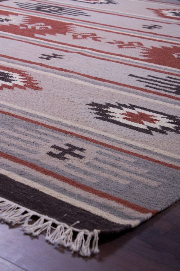 Будто созданы для интерьеров в скандинавском стиле различные текстурные ковры из натуральных материалов