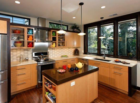 Вариант островной планировки кухни-гостиной в загородном доме
