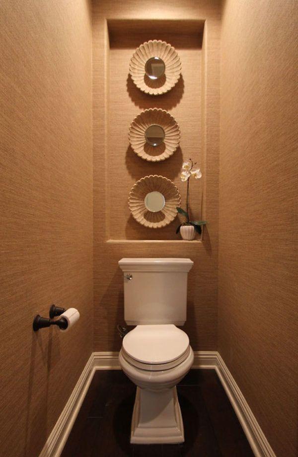 Влагостойкие обои в маленьком туалете