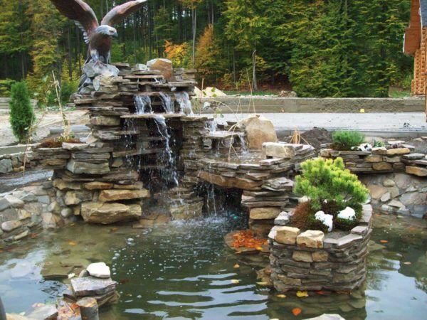 Водопад в пруду