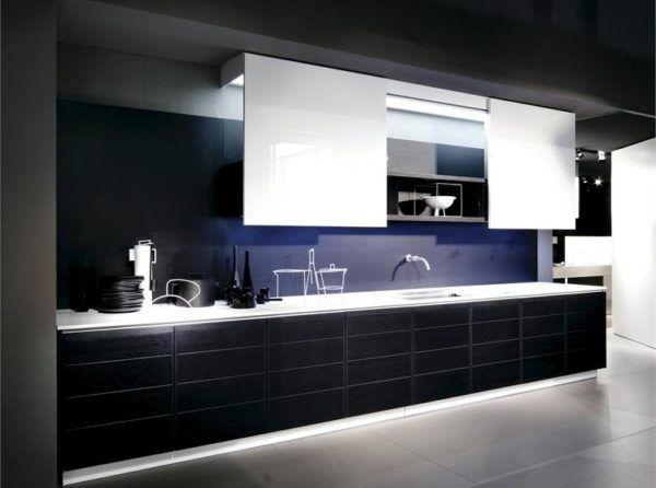 В интерьере кухни сочетание черного и белого встречается редко, хотя такое сочетание будет приемлемым для любого стиля
