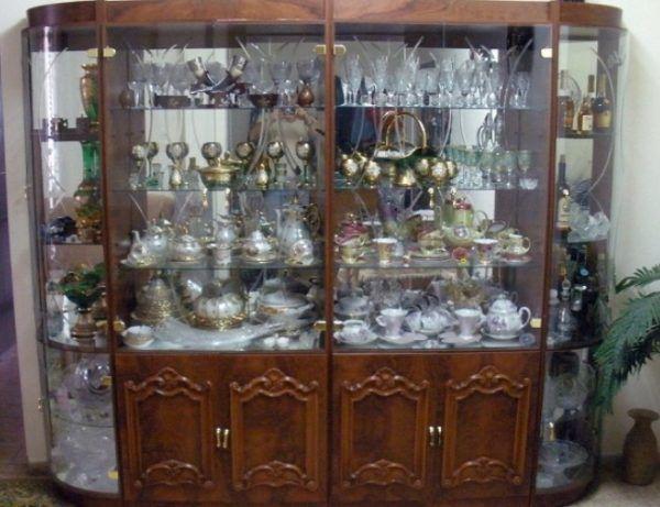 Горка - это шкаф для посуды и ценных аксессуаров