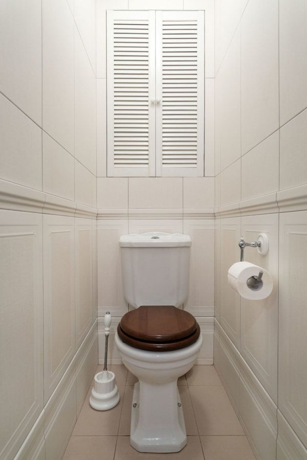 Декоративная дверца в туалете