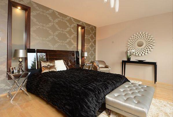 Декорирование стен геометрическими зеркалами в спальне стиля Арт-деко