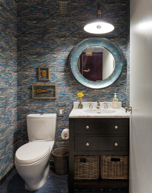 Дизайн туалета в морском стиле с настольной раковиной