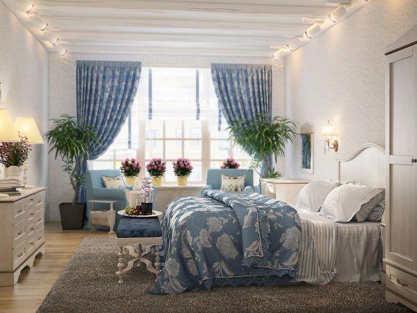 Длинные шторы в спальне