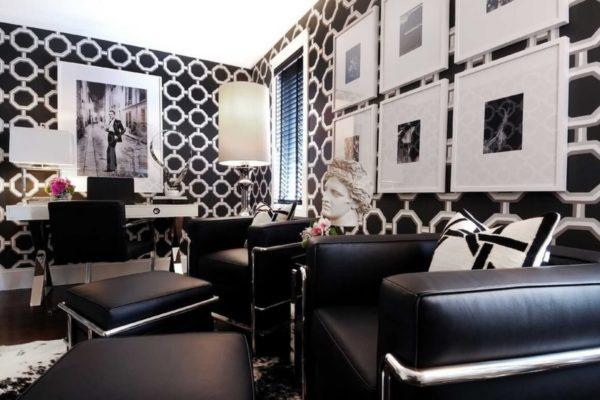 Дорогие обои с орнаментом в интерьере комнаты стиля Арт-деко