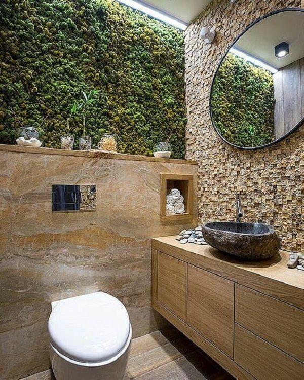 Замшелая панель в туалете