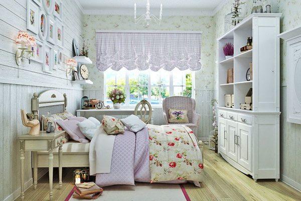 Занавески из текстиля гармонично сочетаются с интерьером спальни