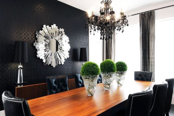 Зеркала в бронзовых или позолоченных рамах один из часто используемых элементов декора в интерьере Арт-деко