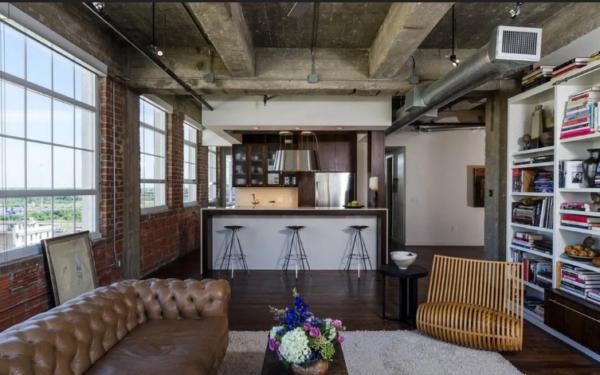 Идеальный вариант оформления потолка в стиле лофт – это полное отсутствие отделки