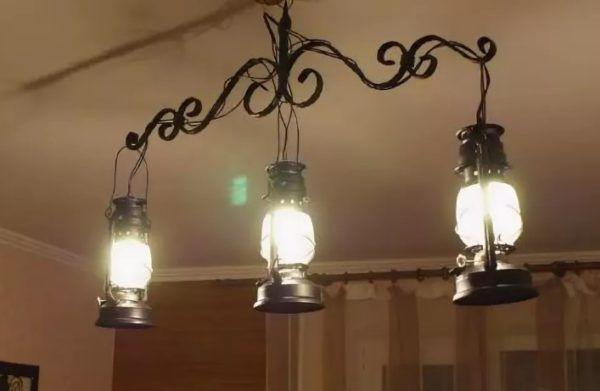 Имитация керосиновых ламп на люстре