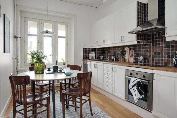 Интерьер кухни с применением малоформатной мебели