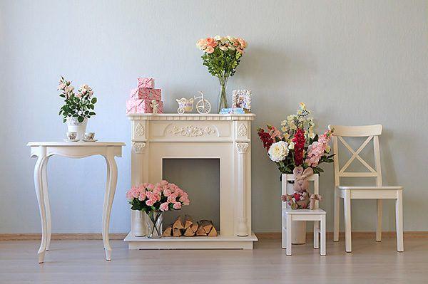 Искусственные цветы отличный вариант для украшения комнаты