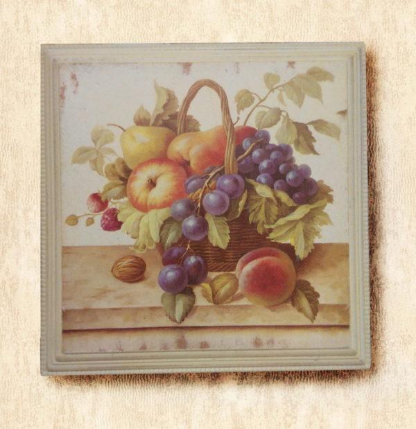 Картина с изображением фруктов в деревянной рамке