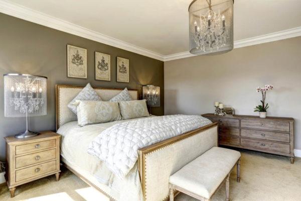 Картины в спальне в качестве декора