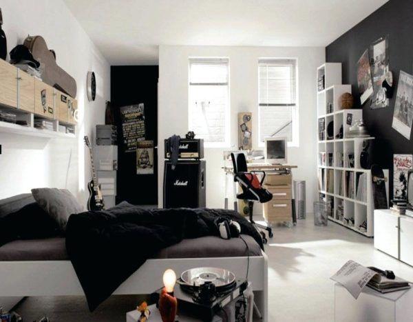 Комната подростка, увлекающегося рок-музыкой