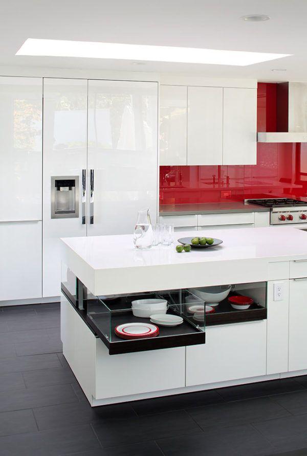 Контрастные элементы в монохромной палитре кухни