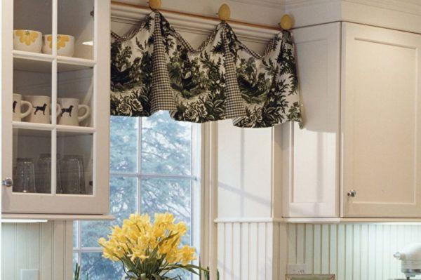 Короткие занавески в кухне