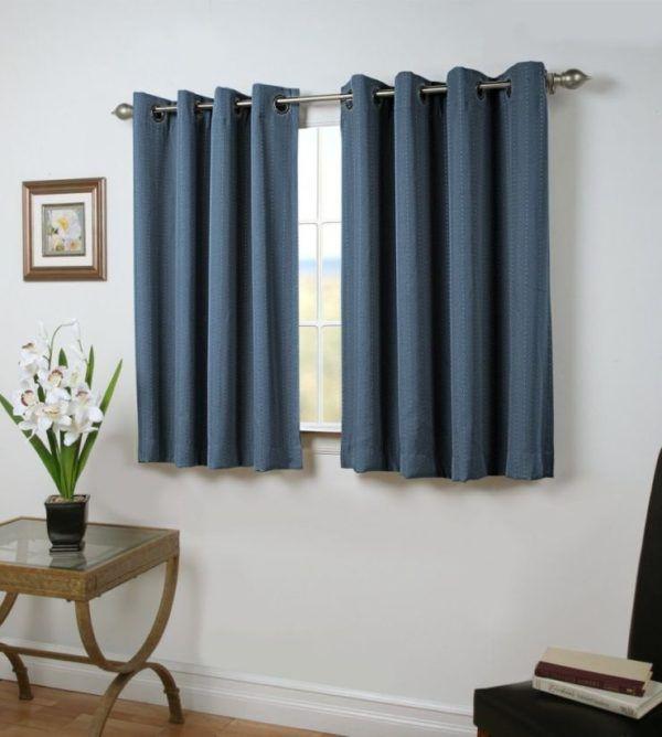 Короткие шторы в гостиной