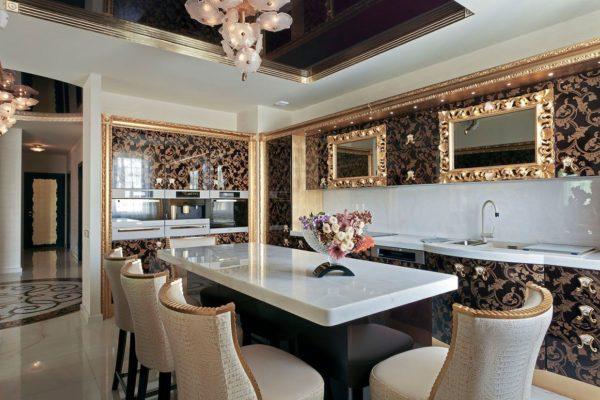 Кухня в стиле арт-деко с роскошной отделкой мебели