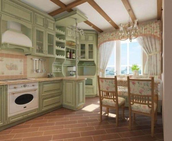 Кухня в стиле прованс с деревянными балками на потолке
